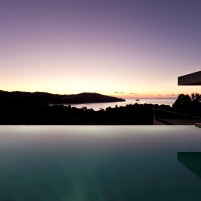 Dive in the relaxation of the infinity pool