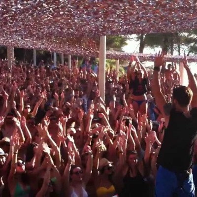 If partying is what you seek! We have plenty! Bananistas beach bar